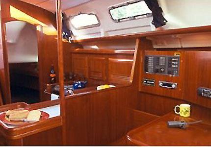 03-Beneteau_Oceanis_clipper_373_yacht_charter_croatia_salon_2