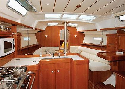 04-Beneteau_Oceanis_clipper_373_yacht_charter_croatia_salon_4