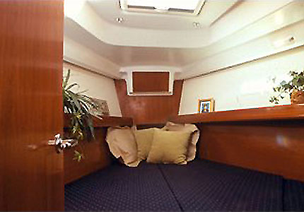 06-Beneteau_Oceanis_clipper_373_yacht_charter_croatia_cabin